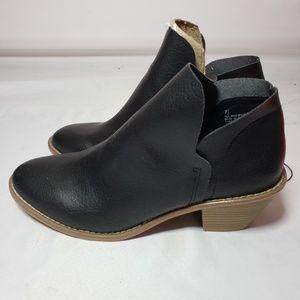new Universal Thread Womens Shoe